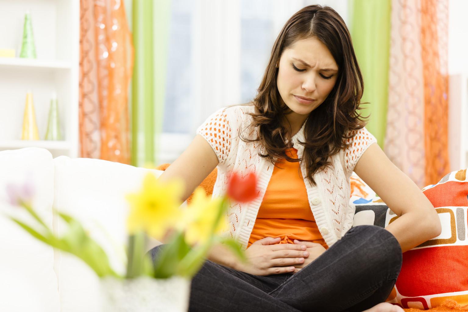 Вместо месячных скудные кровянистые выделения не беременна